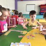 2-5 տարեկանները խաղում են սեղանի և զարգացնող խաղեր