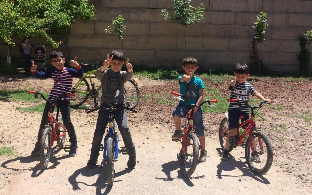 Մենք կարողանում ենք հեծանիվ վարել