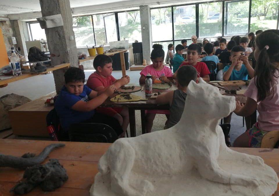 Վիգեն Ավետիսի քանդակի դպրոցում